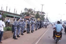 Police sorrounds Besigye