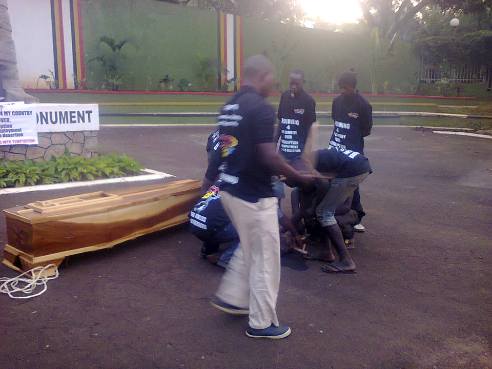 Youths arrested at indepedence monument