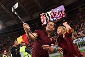 Francesco Totti of Roma take a selfie after the Serie A match between AS Roma and US Citta di Palermo at Stadio Olimpico on May 31, 2015 in Rome, Italy.  (Photo by Tullio M. Puglia/Getty Images)