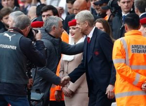 Manchester-United-manager-Jose-Mourinho-shakes-hands-with-Arsenal-manager-Arsene-Wenger-before-the-m